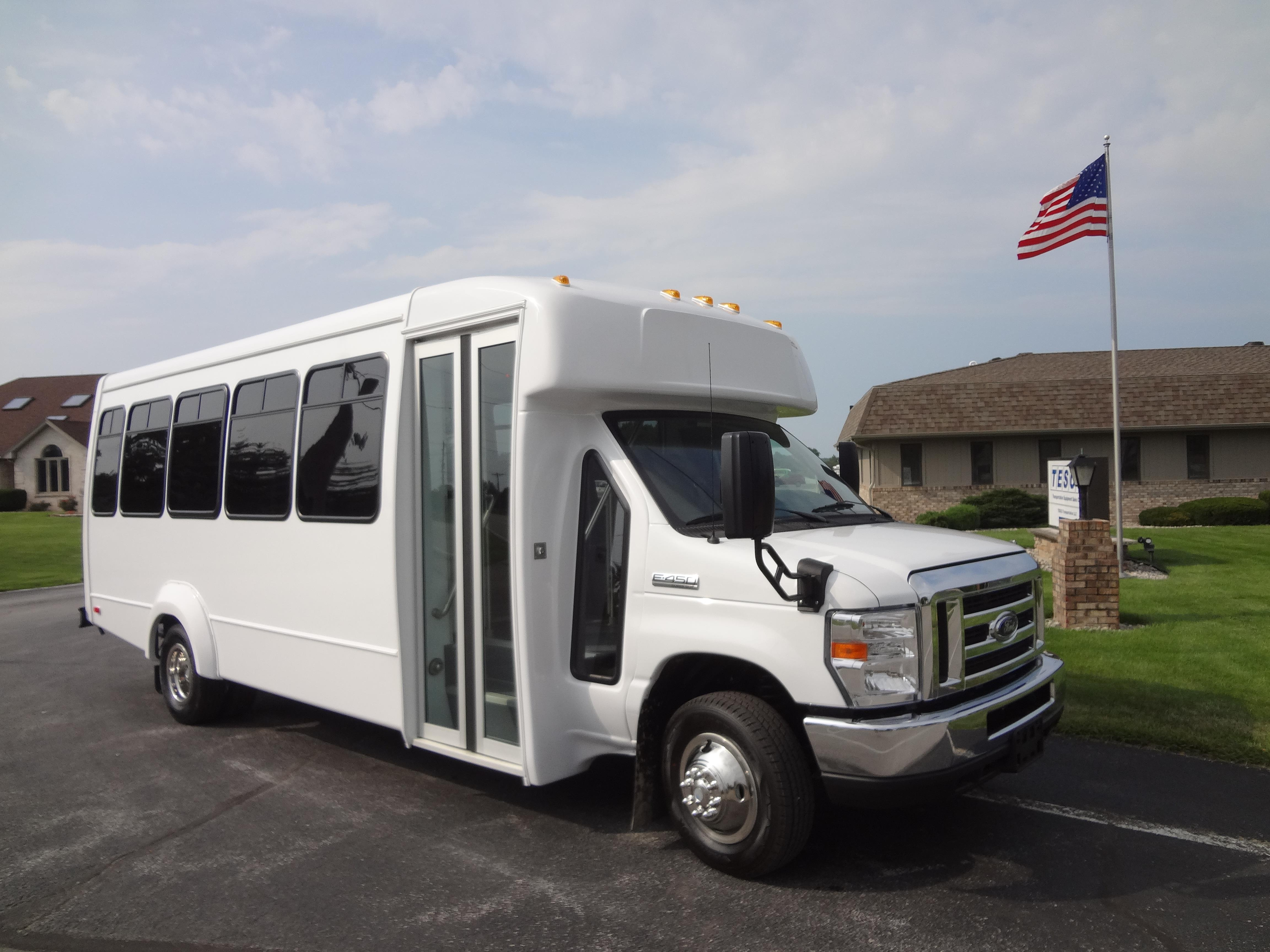 2018 Elkhart Coach ECII Ford 25 Passengers and 0 Wheelchairs