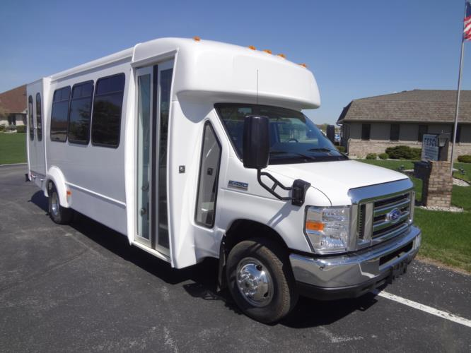 elkhart coach ecii bus with a ford e450 chassis rh tescobus com 2016 Elkhart Coach Elkhart Coach 2017