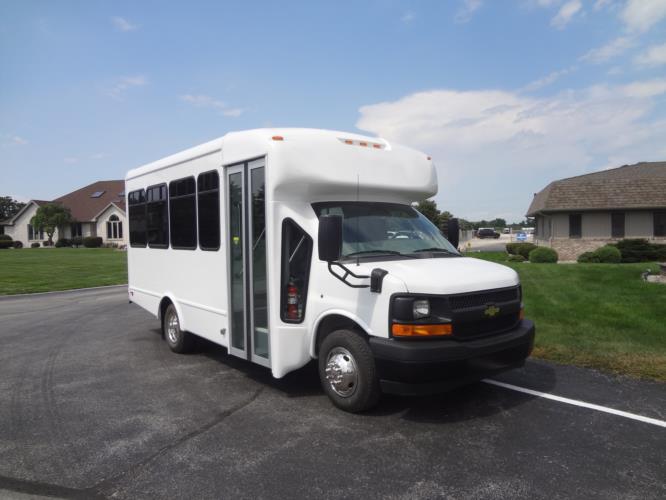 2022 StarTrans Senator II Chevrolet 25 Passenger Shuttle Bus Passenger side exterior front angle-ST5232-1