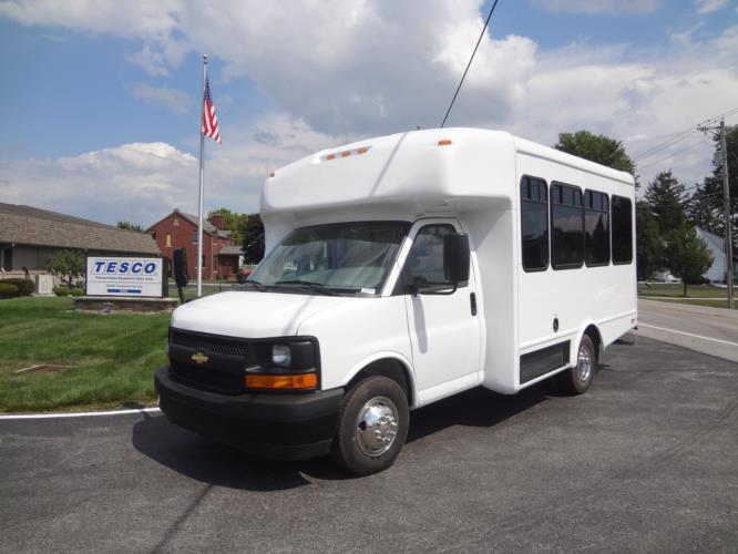2022 StarTrans Senator II Chevrolet 25 Passenger Shuttle Bus Driver side exterior front angle-ST5232-2
