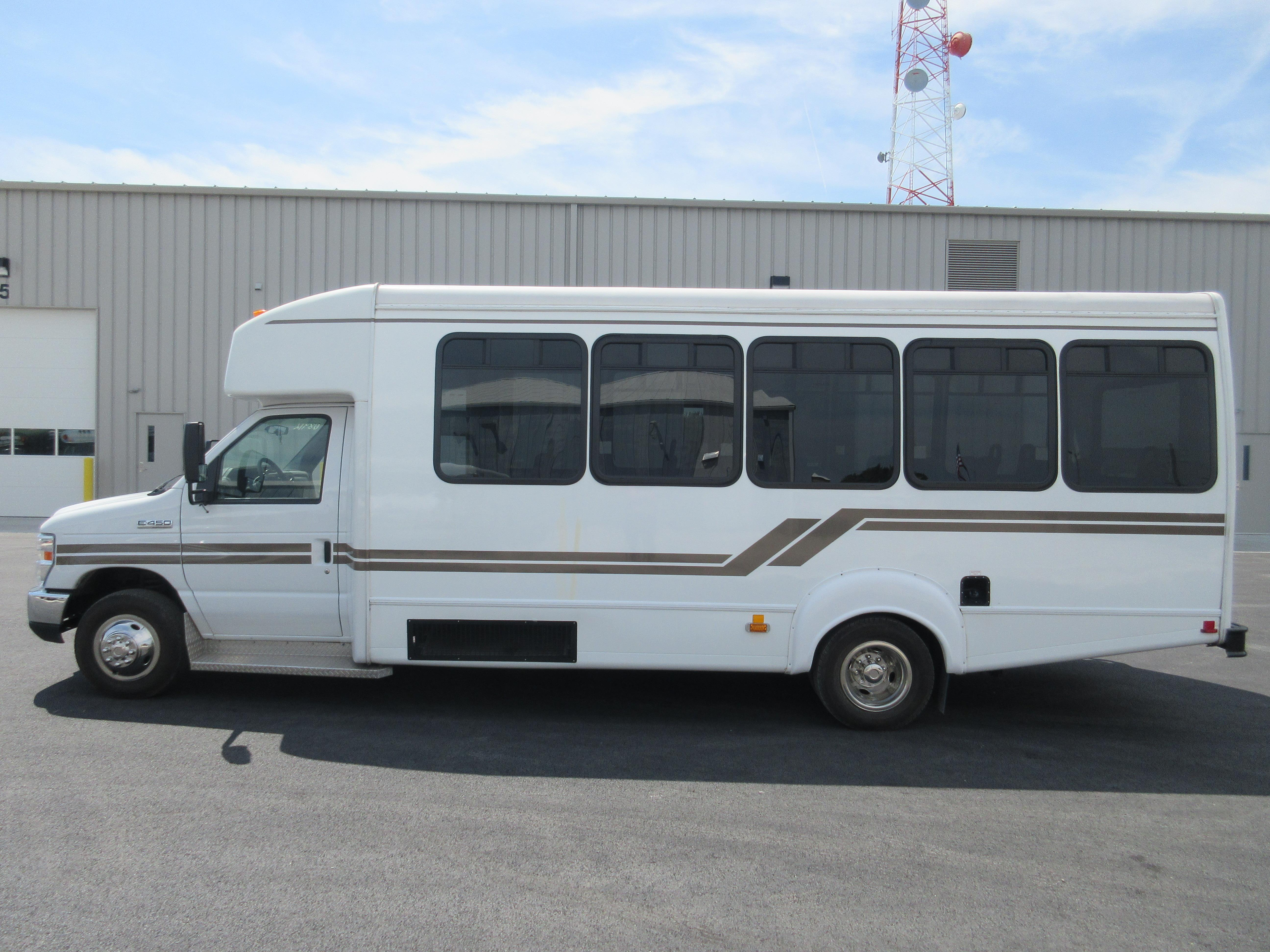 2013 Goshen Coach Ford 24 Passengers And 0 Wheelchairs