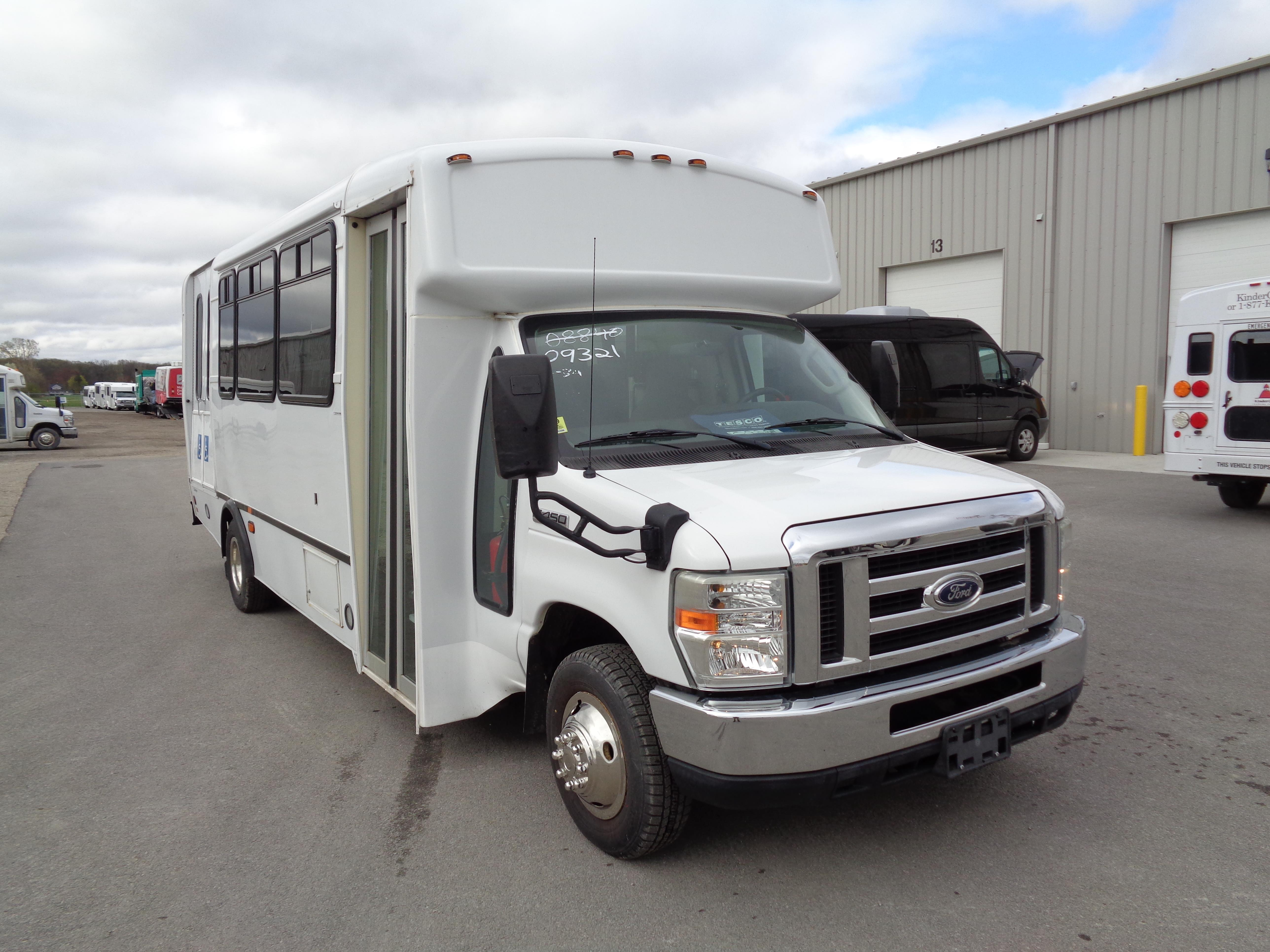2009 Champion Ford E450 2 Passengers and 6 Wheelchairs