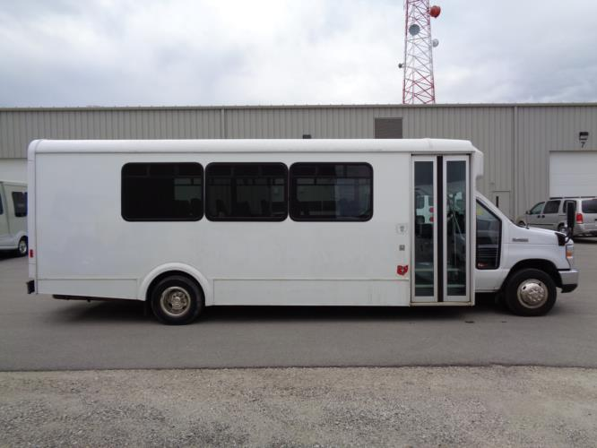 2017 Glaval Ford E-450 24 Passenger Shuttle Bus Driver side exterior front angle-U10039-2