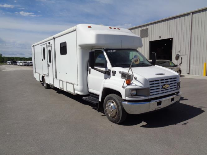 2006 Mobile Dental Clinic Chevrolet C5500 2 Passenger Specialty Vehicle Passenger side exterior front angle-U10064-1