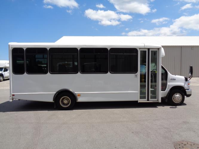 2017 World Trans Ford 25 Passenger Shuttle Bus Driver side exterior front angle-U10105-2
