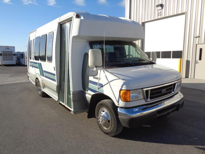 2006 Turtle Top Ford 12 Passenger and 2 Wheelchair Shuttle Bus Passenger side exterior front angle-U10189-1