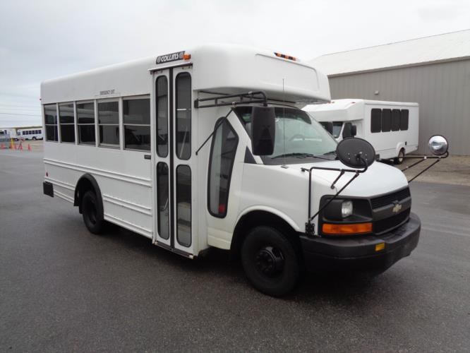 2007 Collins Chevrolet 14 Passenger Child Care Bus Passenger side exterior front angle-U10195-1