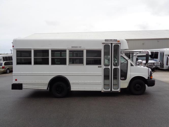 2007 Collins Chevrolet 14 Passenger Child Care Bus Driver side exterior front angle-U10195-2