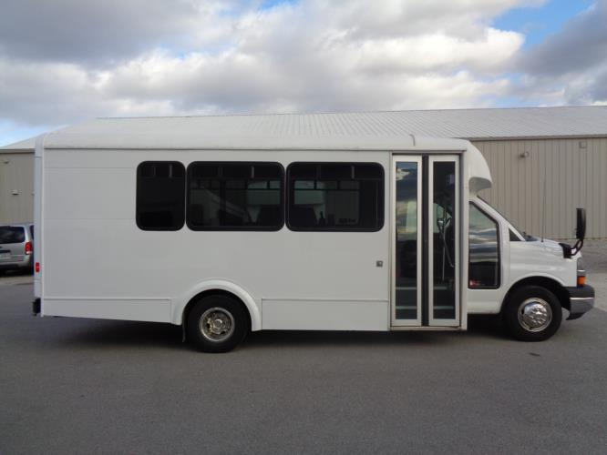 2015 Glaval Cheverolet 14 Passenger Shuttle Bus Driver side exterior front angle-U10226-2