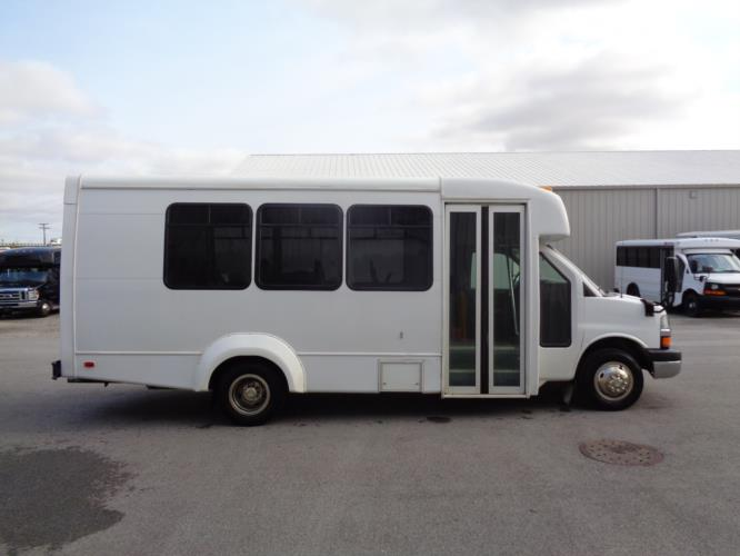2016 Elkhart Coach Elkhart 14 Passenger Shuttle Bus Driver side exterior front angle-U10231-2