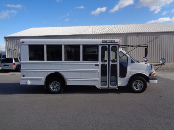 2005 Collins Chevrolet 14 Passenger Child Care Bus Driver side exterior front angle-U10249-2