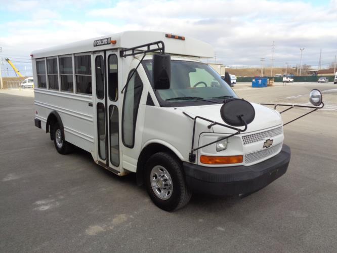2006 Collins Chevrolet 14 Passenger Child Care Bus Passenger side exterior front angle-U10306-1