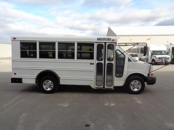 2006 Collins Chevrolet 14 Passenger Child Care Bus Driver side exterior front angle-U10306-2