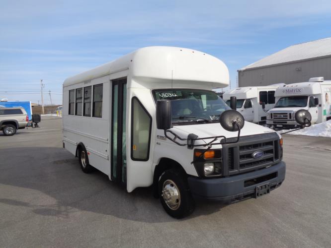 2013 Starcraft Ford 14 Passenger Shuttle Bus Passenger side exterior front angle-U10312-1
