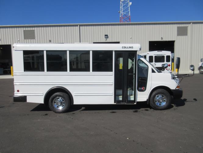 2010 Collins Chevrolet 14 Passenger Child Care Bus Driver side exterior front angle-U10322-2