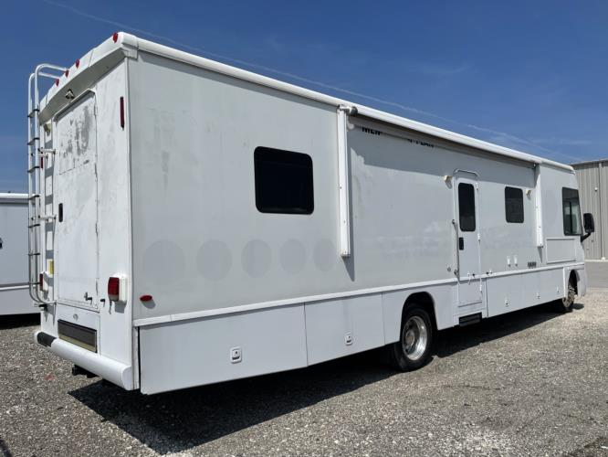 2008 Farber Specialty 1 Passenger Specialty Vehicle Driver side exterior front angle-U10336-2