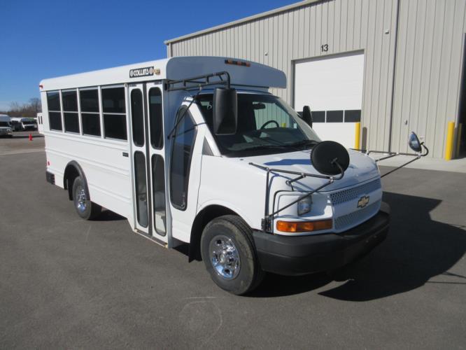 2006 Collins Chevrolet 14 Passenger Child Care Bus Passenger side exterior front angle-U10384-1