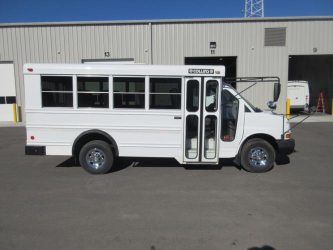 2006 Collins Chevrolet 14 Passenger Child Care Bus Driver side exterior front angle-U10384-2