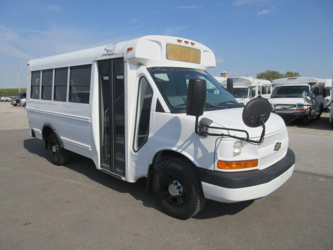 2010 Girardin Chevrolet 14 Passenger Child Care Bus Passenger side exterior front angle-U10681-1