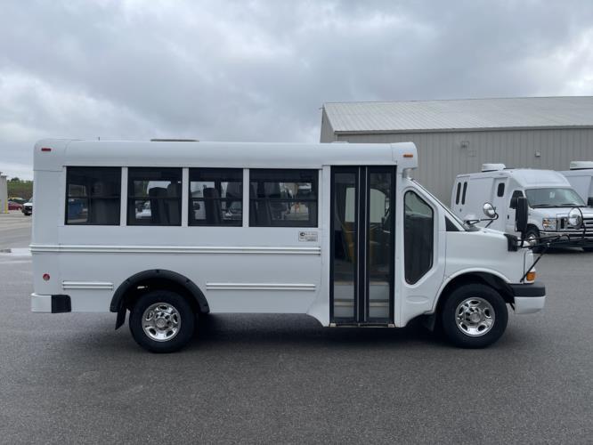 2010 Girardin Chevrolet 14 Passenger Child Care Bus Driver side exterior front angle-U10696-2